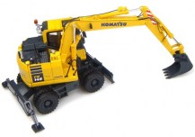 UH8083_Universal_Hobbies_KOMATSU_PW148_10_WITH_STANDARD_AND_DITCHING_BUCKET_3